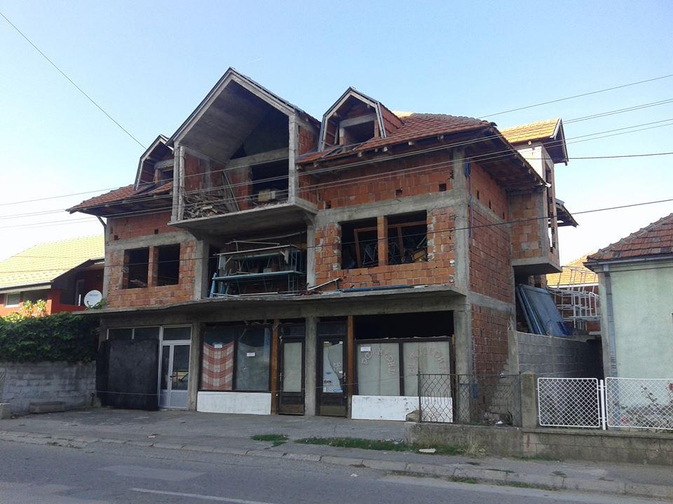 Kuća sa 3 lokala
